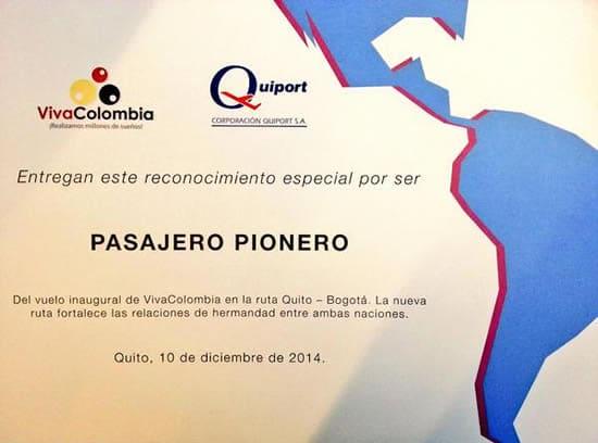Reconocimiento a los pasajeros del primer vuelo de VivaColombia entre Quito y Bogotá